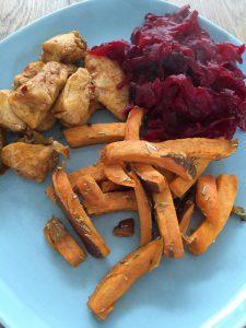 Diner met zoete aardappel frieten